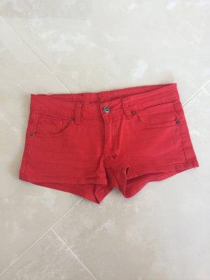Denim Shorts in Rot.