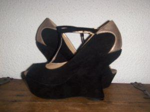 Der etwas andere Schuh in schwarz/gold