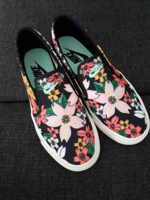 """Der perfekte Sommerschuh * Nike """"Slip on"""" * Schlüpfsneaker * mit Blumenmuster"""