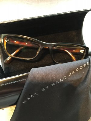 Design Brille Brillengestell Marc by Marc Jacobs braun Muster Kunststoff Case