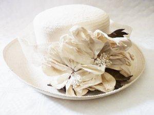 Designer Hut mit Blüten Hochzeit Braut Accessoires Handarbeit