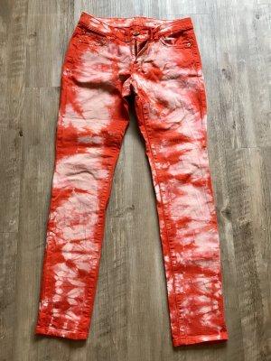Designer Jeans im Batiklook