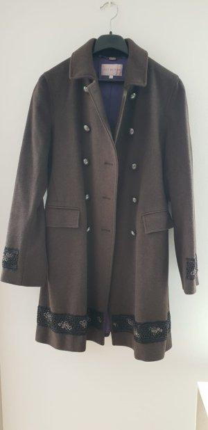 Designer Mantel mit Stickapplikationen