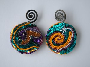 DESIGNER Ohrringe aufwendige Perlen- und Paillettenstickerei handmade SPIRALE