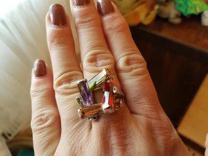 Designer Ring - silberfärbig mit bunten Steinen