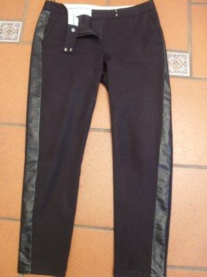 Designerhose in schwarz mit Kunstlederstreifen NP 500,--