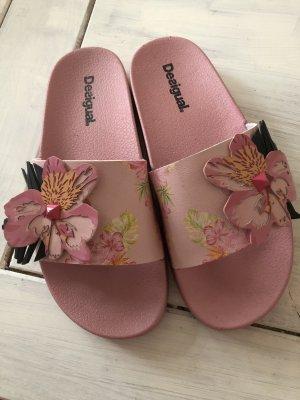 Desigual Badelatschen mit Blüten rosa neu mit Karton