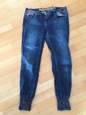 Desigual Jeans mit gestickter Verzierung