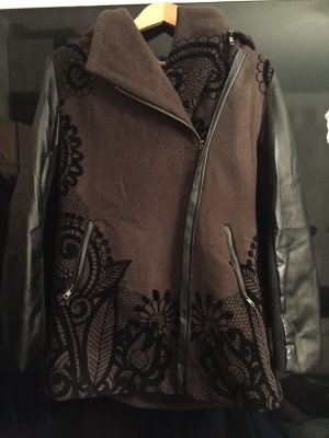 Desigual Abrigo corto negro-marrón oscuro
