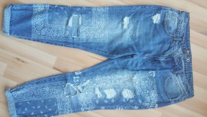 Destroyed Jeans mit coolem Muster