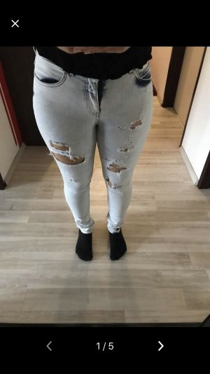 Destroyed Jeans Only