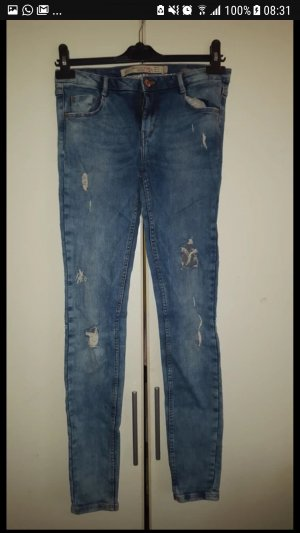 Destroyed low waist jeans