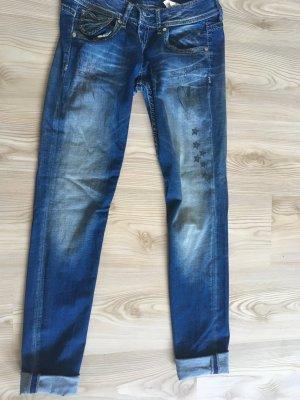 Detailreiche Jeans