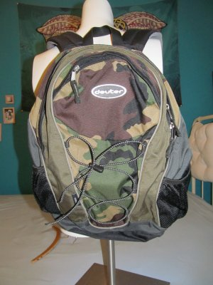Trekking Backpack black-olive green