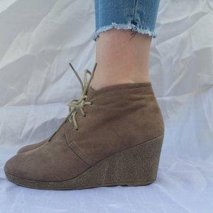 dezente Schuhe mit Keilabsatz