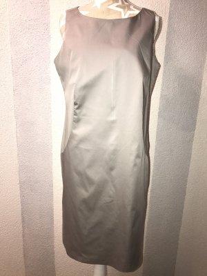 Dezentes graues Kleid für alle Anlässe