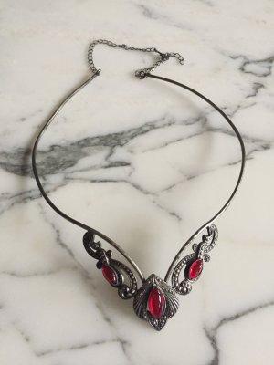 Diadem / Kette mit roten Details