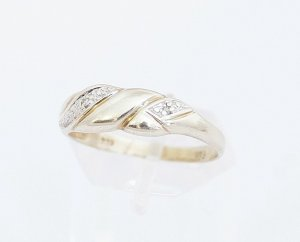 Diamant Goldring 333er Gold mit 2 Diamanten Gelbgold 8 Karat Modern Art Vintage Ring