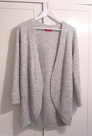 Dicke lange graue Strickjacke