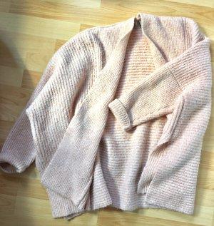 Dicke Strickjacke mit seitlichen Schlitzen
