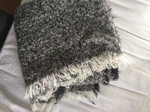 Dicker kuschliger Schal schwarz weiß