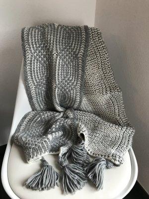 dicker langer Schal gestrickt