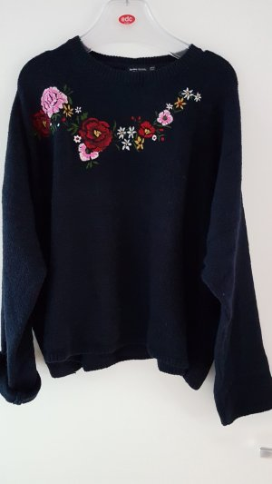 Dicker Oversize Pullover Gr. L in Dunkelblau mit Blunen Stickerei