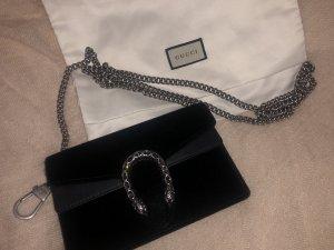 die Gucci Dionysus Mini Tasche in samt schwarz mit Kristallen
