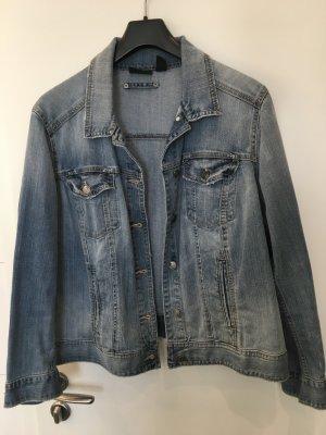 Die gute alte Jeansjacke im Vintage-Look