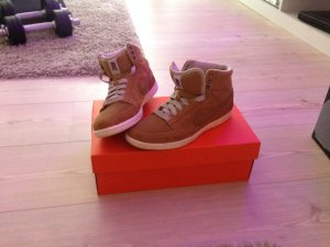 Die Hightop-Sneaker RECREATION von Nike