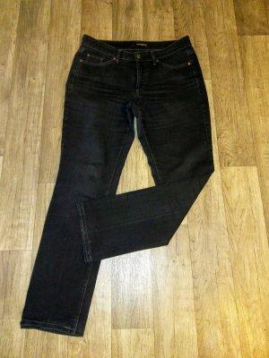 Die Jeans von Cambio ist aus einer Baumwollmischung mit Stretch-Anteil