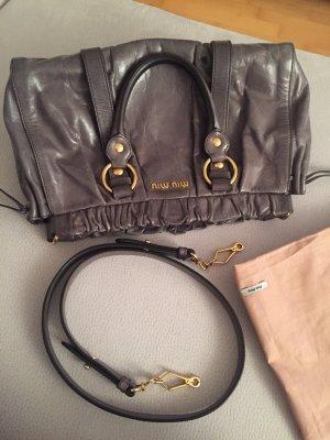 Die Kult-Tasche von MIU MIU Vitello Lux Bag Bauletto mit Original Staubbeutel