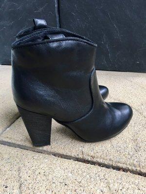 Die perfekten schwarzen Booties