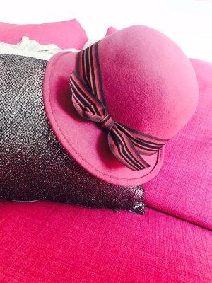 Sombrero de lana púrpura