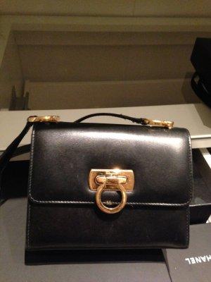 Diese salvatore ferragamo Tasche ist ein Vintage.