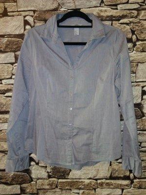 Diese zeitlose Bluse von H&M ist mit ihrer schlichten Eleganz