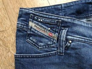 Diesel Jeans mit dezenten Glitzersteinchen und breitem Bund