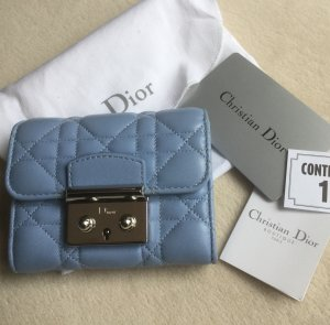 Dior Portemonnaie Cannage aus hellblauem Leder