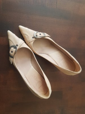 Dior Zapatos de punta crema Cuero