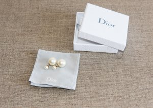 Christian Dior Ear stud white synthetic material