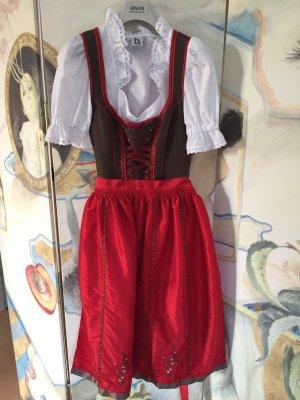 Dirndl im rot und braun mit passender Trachten-Bluse