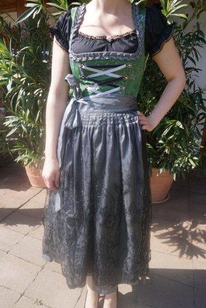 Dirndl mit Paillettenschürze und Bluse