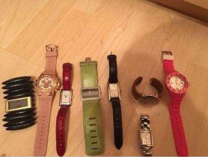 Diverse Damenuhren mit und ohne Batterie