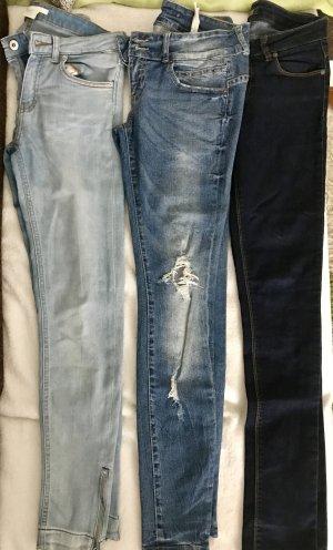 Diverse Jeans zu verkaufen