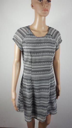 Divided by H&M Chiffon Skaterkleid Freizeitkleid Minikleid gemustert Größe 38
