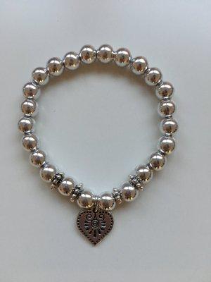 DIY Herzchen-Perlenarmband