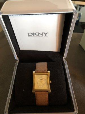 DKNY Armbanduhr in Cognacfarben