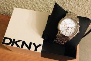 DKNY Armbanduhr mit Perlmuttziffernblatt Reduziert