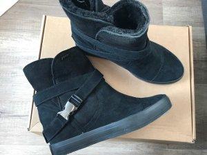DKNY Boots Lammfell Neu Gr. 39