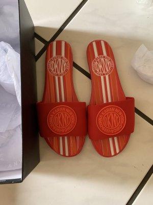 DKNY Sandalo toe-post rosso-arancione scuro